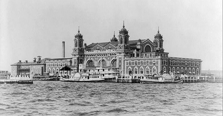 Ellis_Island_1905_2