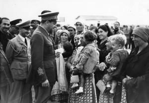 Italian_emigrants_governor_italo_balbo_libya_1930s
