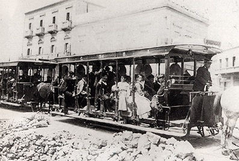 migrants_leaving_port_tram_1912