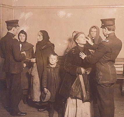 ellis_island_medical_checks